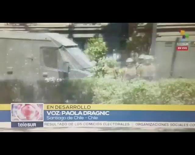 Carabineros dispara contra camarógrafo deTelesur