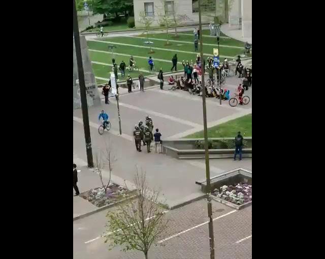 Carabineros moja y lanza gas lacrimógeno contra manifestantespacíficos