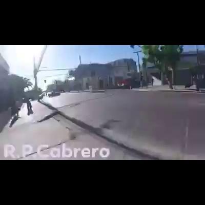 Patrulla de carabineros atropella a manifestante y se da a lafuga