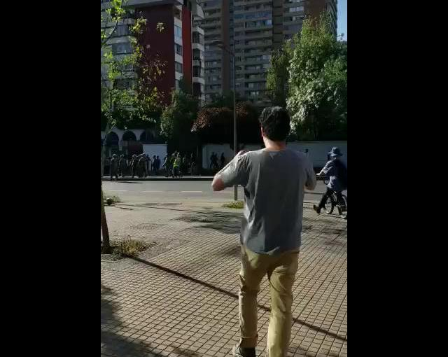 Militares disparan a transeuntes en LasCondes