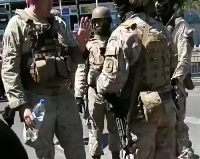 Militares autorizan a viva voz el saqueo de unsupermercado